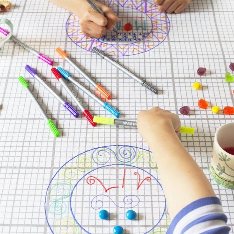 the doodle Tischdecke gross, inkl. auswaschbare Stifte
